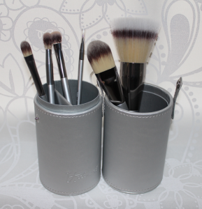IT Cosmetics Limited Edition Hevenly Luxe Vanity Brush Set