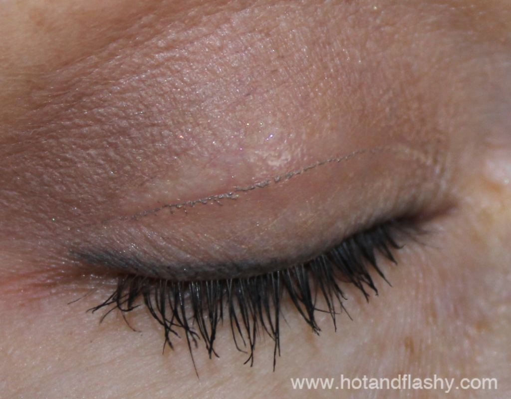 Non allergenic eye makeup