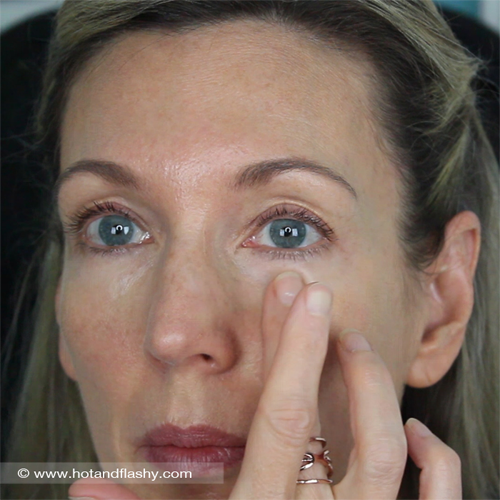 Press Concealer with finger Undereye