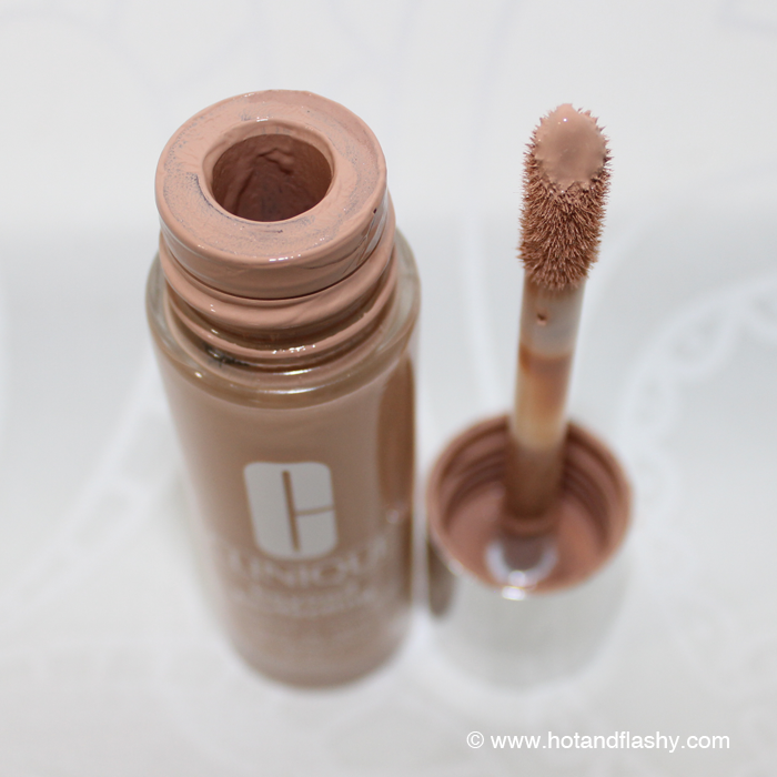 There's a plastic insert to scrape excess foundation off the applicator so you get the perfect amount every time!